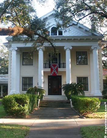 Travel explore usa mobile alabama seasonal for Historic homes for sale in alabama